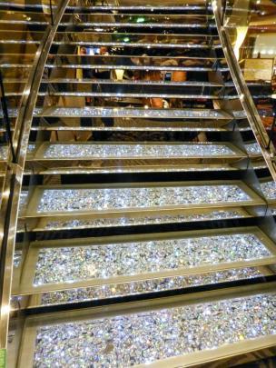 Swarovskiglas-Treppe-1200x900
