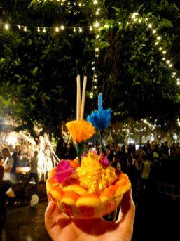 Thailand Bangkok Lichterfest Loi Krathong Santi Chai Prakan Park Chao Phraya Krathong Floß