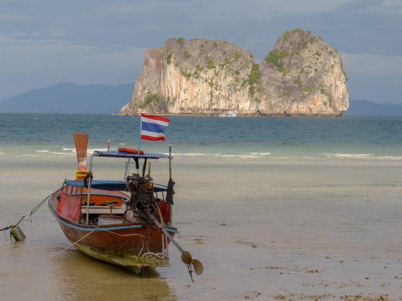 Thailand Koh Ngai Koh Hai Insel Andamanensee Inselparadies Strand Strandspaziergang Longtailboot Ebbe