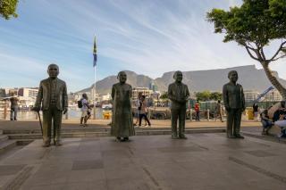 Südafrika Kapstadt Cape Town Victoria and Alfred V&A Waterfront Hafen Nobel Square Nobelpreisträger Mandela