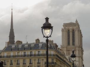 Frankreich Paris Notre Dame de Paris Kathedrale Gotik Kirchenschiff Glockenturm Fleche Vierungsturm Spitzturm Ile-de-la-Cite