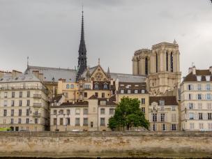 Frankreich Paris Notre Dame de Paris Kathedrale Gotik Glockentürme Fleche Vierungsturm Spitzturm Insel Ile-de-la-Cite