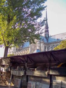 Frankreich Paris Notre Dame de Paris Kathedrale Gotik Fleche Vierungsturm Spitzturm Bouquinisten Seineufer