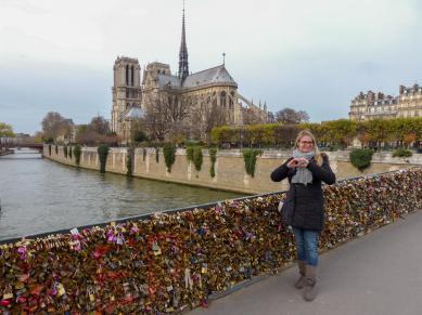 Frankreich Paris Notre Dame de Paris Kathedrale Gotik Kirchenschiff Glockenturm Fleche Vierungsturm Spitzturm Dach Seine Insel Ile-de-la-Cite Brücke Pont des Arts Liebesschlösser