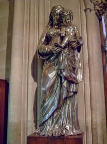 Frankreich Paris Notre Dame de Paris Kathedrale Gotik Kirchenschiff Innenraum Madonna Skulptur Kunst