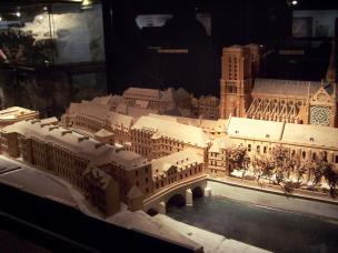 Frankreich Paris Notre Dame de Paris Kathedrale Modell Krpyta Parvis Vorplatz Mittelalter