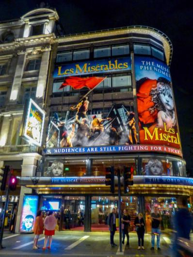 Musical Les Misérables Les Mis Queen's Theatre London Cosette