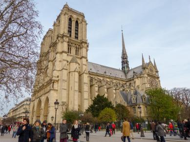Frankreich Paris Notre Dame de Paris Kathedrale Gotik Kirchenschiff Glockenturm Fleche Vierungsturm Spitzturm Dach Südfassade
