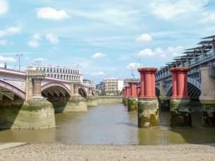 Großbritannien England UK London Southbank Südliches Ufer Themse Blackfriars Bridge Brückenpfeiler