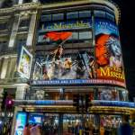 Großbritannien UK England London West End Theatreland Musicals Queens Theatre Nacht Les Miserables Les Mis