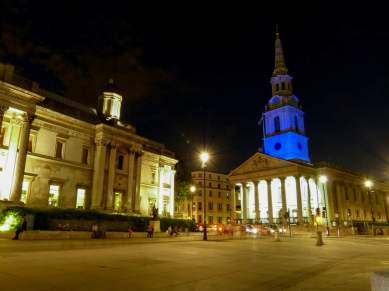 Großbritannien England UK London West End Trafalgar Square St Martin in the Fields Kirche blau Nachtaufnahme nachts