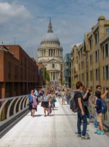 Großbritannien England UK London St Pauls Cathedral Kathedrale Millenium Bridge Brücke