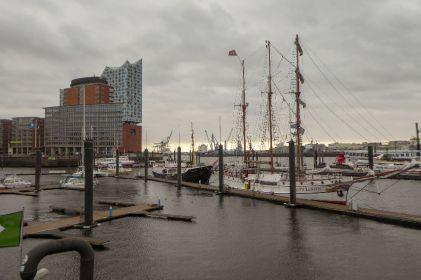 Deutschland Hamburg Hafen Elbphilharmonie Loth Lorien Segelschiff