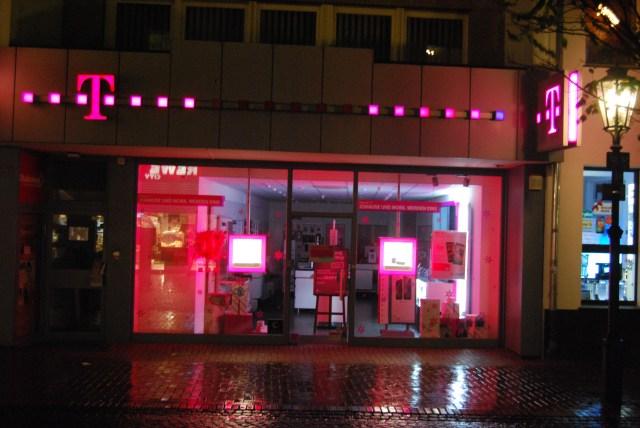 Wer die Filiale 9949207 in der Rochusstraße 198 in Bonn-Duisdorf besucht, sollte nicht mit einer freundlichen Beratung rechnen. Hier regieren Verkaufs-Machos!