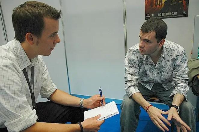 Julian Gerighty (rechts) im Interview, Bild: Frederic Schneider