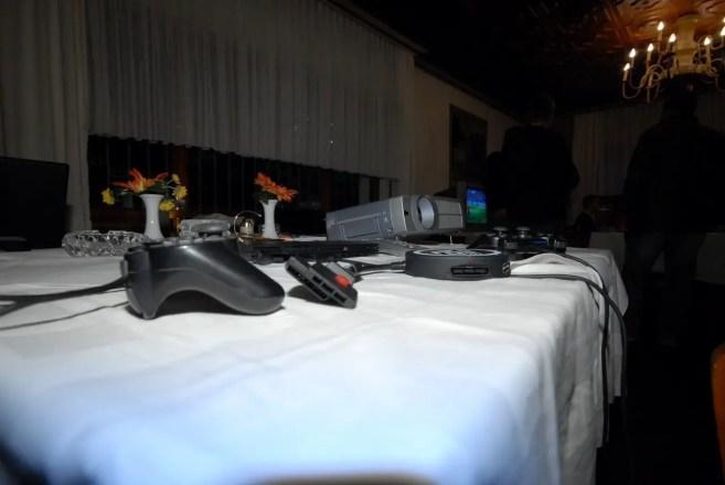 Gamepads und Beamer beim PES Cup 2008