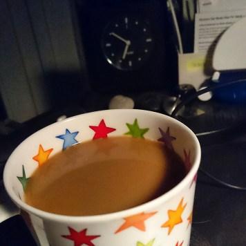 Beim Weckerklingeln schon geduscht, Spülmaschine angeworfen und Kaffee gemacht.