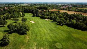 campo da golf partenza e bunker