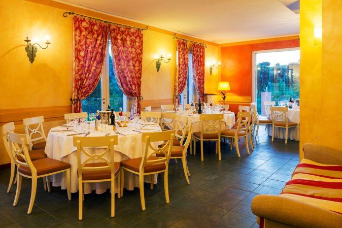 sala interna ristorante albergo