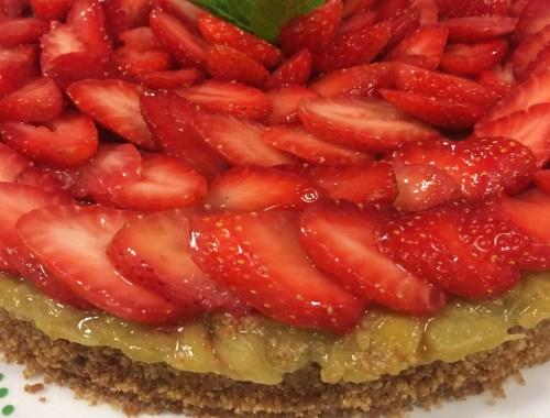 une tarte fraises et rhubarbe sans cuisson