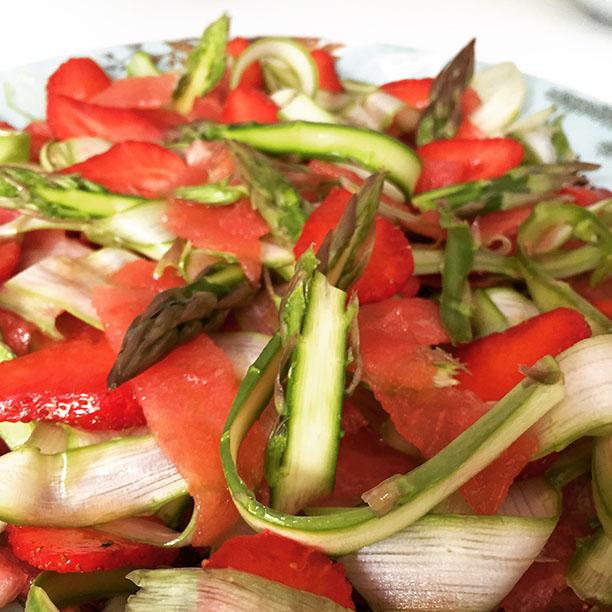 salade-fraises_asperges-pastèque pour une entrée fraîche et un mélange insolite et subtile