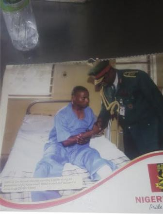 Frmr Chief of Army Staff, Kenneth Minimah assuring Johnson on his sick bed