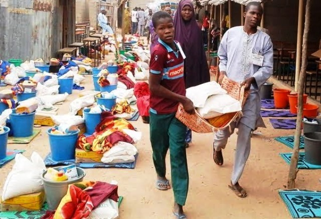 fg-donates-relief-items-to-displaced-persons-in-yobe