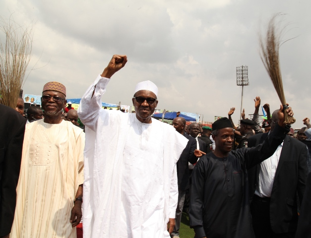 President Buhari, flanked by Vice President Yemi Osinbajo and APC National Chairman, John Oyegun, during his last visit to Edo State