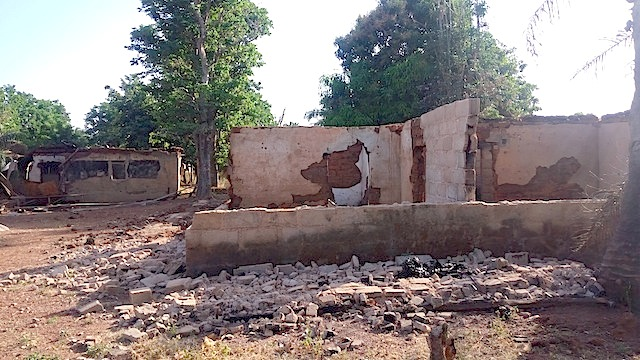 Ruined houses in Godogodo