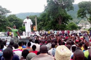 Video - Dino Melaye addresses angry youths at National Assembly