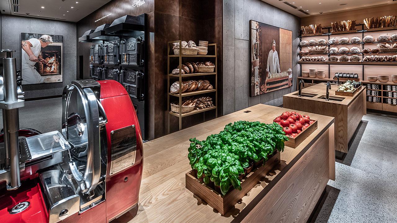 Take a tour through this luxury Starbucks in Tokyo - ICON