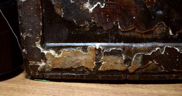 Фрагмент полей и ковчега Владимирской иконы до реставрации