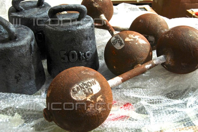 faux rust, fake rusted metal, vintage, retro, dumbells