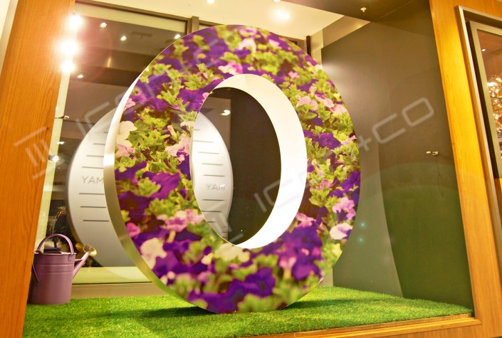 giant over size 3d number letter window date 2016 display prop numbers letters text alphabet wimbledon london shop three dimensional text zero petunias flower displays