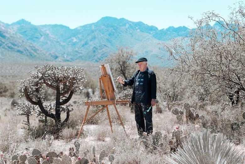 Artist Dave_Dame Painting in the Desert