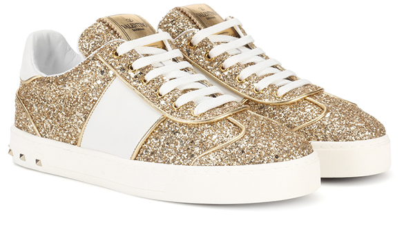 Sneakers sparkle gold