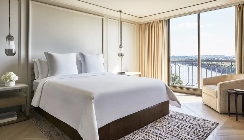 FOUR SEASONS HOTELS AND RESORTS - Simmons Mattresses Made Exclusively For The Hotel