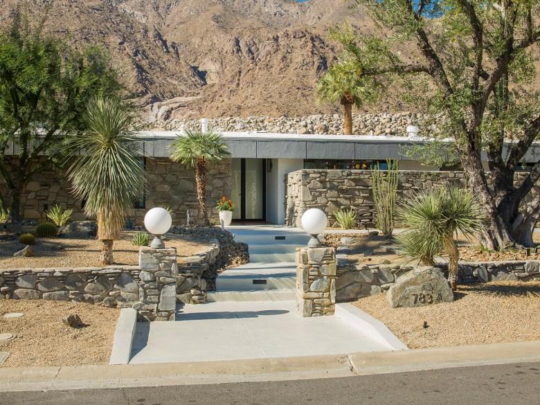 Mid-Century Modern Home Palms Springs CA - Exterior