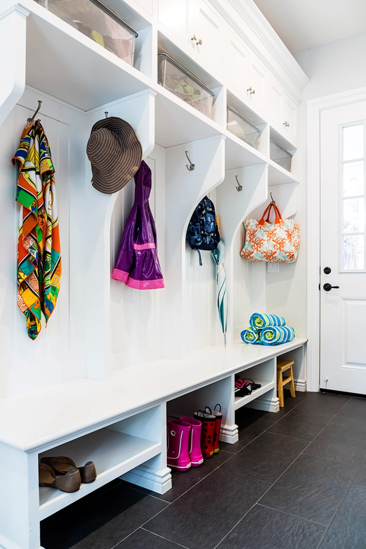 Modern minimal closet design