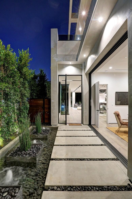 LA Build Corp - Modern Home Entry