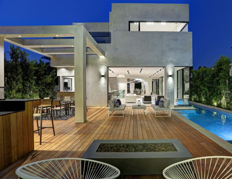 Los Angeles modern home outdoor living in Beverly Grove