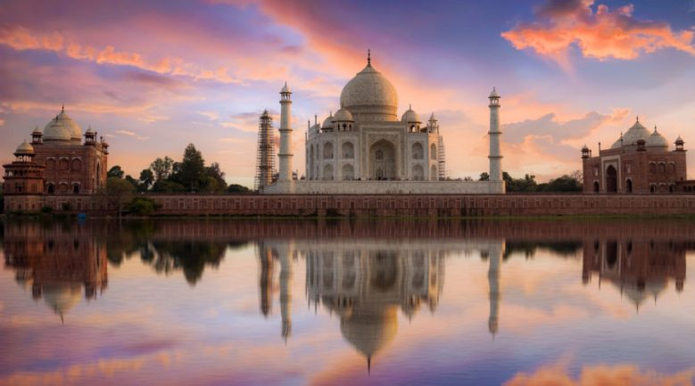 Taj Majal excursion during India river cruise