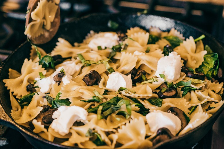 Bowtie pasta with mushrooms