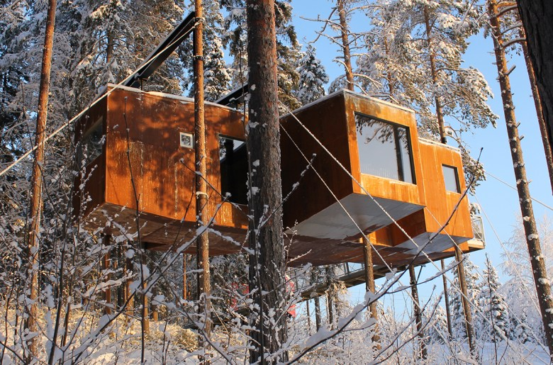 Dragonfly treehouse hotel exterior Sweden