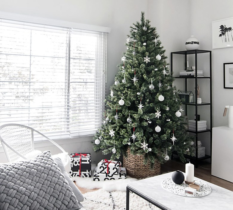 Minimal and modern elegant Christmas tree decorations