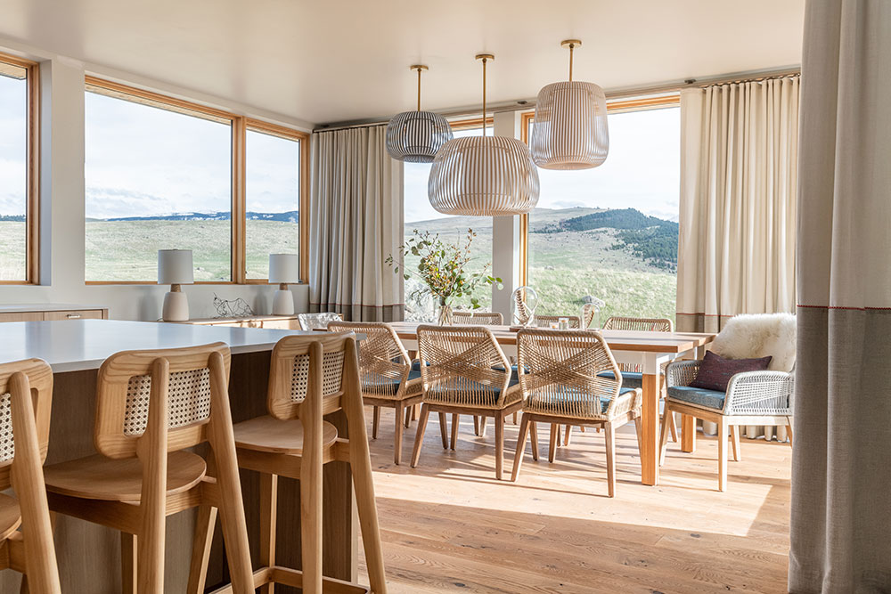 Simple diningroom with a view