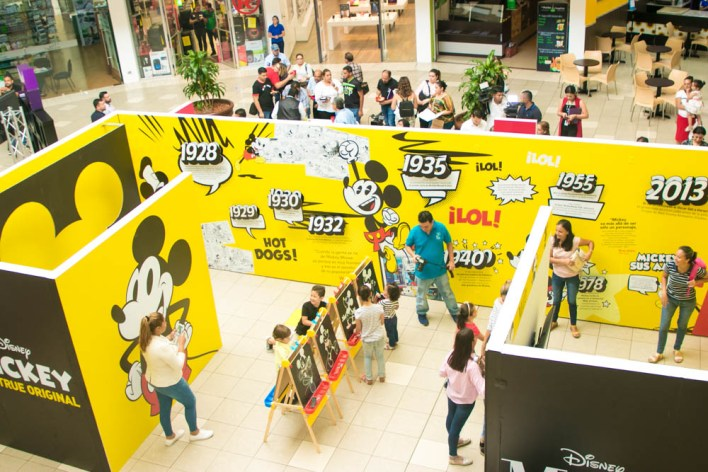 Los 90 años de Mickey Mouse by Multiplaza