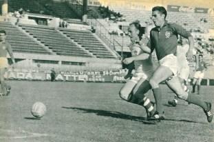 Czeck player Popluhar and French player Stivenard, France 0-Czechoslovakia 2, on July 9, 1960
