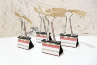 4pc Red Green and White Stripe Photo Holder Binder Clips