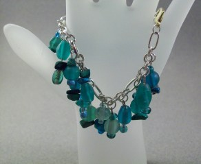 Green frosted glass clutered bracelet